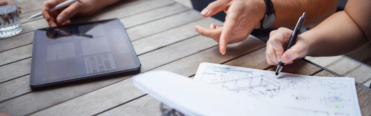 Arbeitsdokumente und Tablet